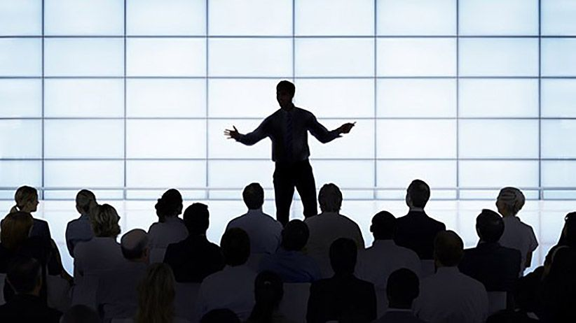 Isn't performing fake? Leaders as Performers
