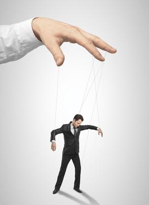 Leaders as Performers: Is performing manipulation?